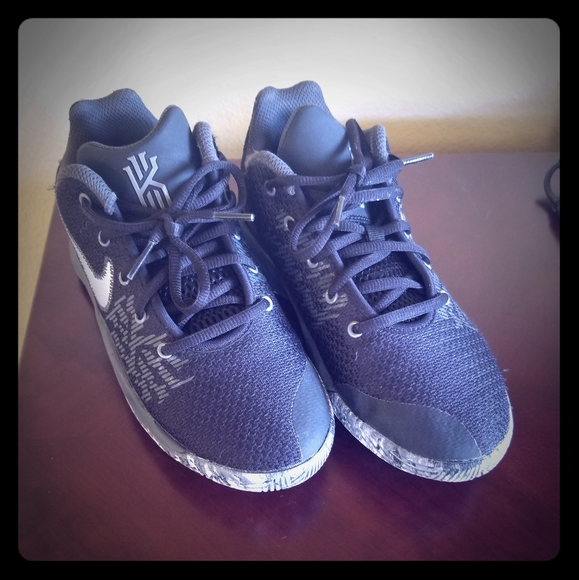 Nike Shoes   Youth Kyrie Irving